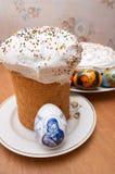 De cakes en de eieren van Pasen Stock Afbeelding