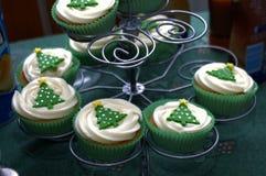 De cakes van de Kerstmiskop op tribune royalty-vrije stock fotografie