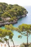 ` De Cala d ou, Mallorca - em agosto de 2016 - uma vista na praia do Cal Fotografia de Stock