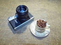 De camera en de koffie Royalty-vrije Stock Afbeelding