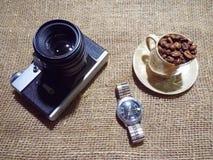 De camera en de koffie Royalty-vrije Stock Foto's