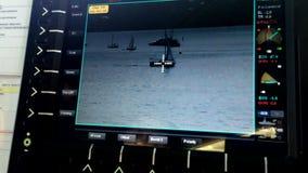 De camera van de toezichtmonitor op de Zeeboot van de schippatrouille stock videobeelden