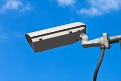 De camera van de veiligheid en witte hemel Royalty-vrije Stock Foto