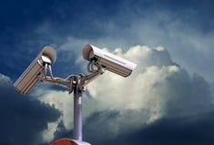 De camera van de veiligheid op de hemel Stock Foto