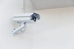 De camera van kabeltelevisie van de close-upveiligheid in de bureaubouw Stock Fotografie