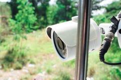 De camera van veiligheidskabeltelevisie in huis stock foto