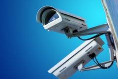 De camera van veiligheidskabeltelevisie of toezichtsysteem in de bureaubouw stock afbeelding