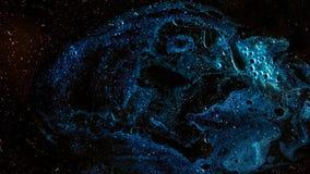 De camera vliegt door de blauwe en magenta gekleurde nevel royalty-vrije illustratie