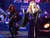 De Canadese zanger en songwriter Shania Twain van het land presteren bij het US Open van 2017 openend nachtceremonie royalty-vrije stock fotografie