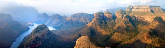 De Canion blauwe meer van de Blyderivier, Drie Rondavels en het Venster van de God, Drakensberg-panorana van het Bergen nationale royalty-vrije stock afbeelding