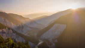 De Canion Rheinschlucht Zwitserland Lucht4k van de ochtendrivier stock video