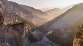 De Canion Rheinschlucht Zwitserland Lucht4k van de zonsopgangrivier stock footage