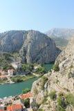 De canion van de Cetina rivier in omiÅ ¡, Kroatië stock foto's