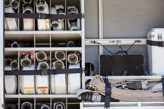 De canvasslangen vouwden in kant van een brandvrachtwagen op Royalty-vrije Stock Fotografie