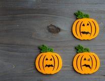 De capricieuze achtergrond van Halloween van met de hand gemaakte gevoelde hefboom-o-lantaarn Royalty-vrije Stock Fotografie