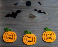 De capricieuze achtergrond van Halloween van met de hand gemaakte gevoelde hefboom-o-lantaarn Royalty-vrije Stock Foto's