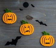 De capricieuze achtergrond van Halloween van met de hand gemaakte gevoelde hefboom-o-lantaarn Stock Foto