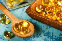 De Capsules van de Olie van de lever van de kabeljauw stock afbeeldingen