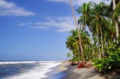 De Caraïbische Zee en één van zijn mooie stranden op Isla Grande, Rosario Archipelago stock foto