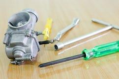 De carburator en het hulpmiddel wijzigen zich binnen Stock Fotografie