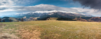 De Carpathian bergen Royaltyfri Foto