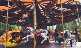 De carrousel in het Park Gagarin in Novokuznetsk Royalty-vrije Stock Fotografie
