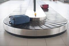 De carrousel van de luchthavenbagage Stock Afbeelding