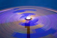 De carrousel van het gevaar - groot wiel in motie bij nacht Stock Foto