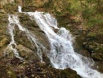 De cascades en de watervallen op de kreek onder Alp Sigel bereiken in Alpstein-bergketen en Appenzellerland-gebied een hoogtepunt royalty-vrije stock foto