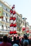 De Castellersde Barcelona uitvoerders tonen tijdens Jorba bij avinguda Portal del Angel kan stock foto's