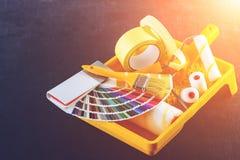 De catalogus, de borstel en de verfrollen van kleurensteekproeven, verschillende painti Royalty-vrije Stock Afbeelding
