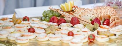 De cateringsbuffet van het huwelijk Stock Foto