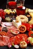 De cateringsschotel van Antipasto met rode wijn royalty-vrije stock fotografie