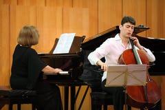 De cello van de spelenAntonio Stradivari van N.Hakhnazaryan Stock Foto