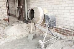 De cementmixer Stock Afbeeldingen