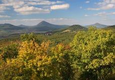 De centrale heuvels van landschapsbohemen Royalty-vrije Stock Afbeeldingen