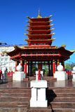 De centrale ingang aan de gebedtrommel pagode van zeven dagen Kalmukkië Rusland royalty-vrije stock foto's