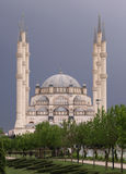 De Centrale Moskee van Sabancimerkez Camii in Central Park Stock Fotografie