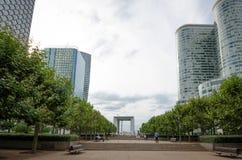 De centrale promenade bij La-Defensie in Parijs Stock Afbeelding