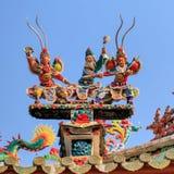 De cerámica adorne en el top en la pagoda Imagenes de archivo