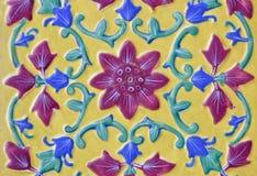 De cerámica hermoso en estilo floral tailandés Foto de archivo