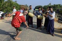 DE CEREMONIE VAN AZIË MYANMAR MYEIK SHINPYU Stock Foto's