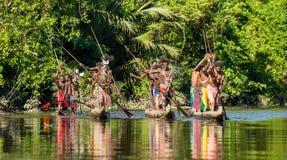 De ceremonie van de kanooorlog van Asmat Stock Fotografie