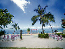 De ceremonie van het huwelijk op een strand Stock Foto