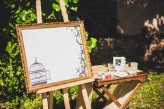 De ceremonie van het huwelijk in openlucht De decoratie van de huwelijksceremonie, mooi huwelijksdecor royalty-vrije stock afbeeldingen