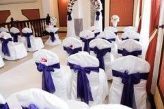 De ceremonie van het huwelijk in openlucht De decoratie van de huwelijksceremonie, mooi huwelijksdecor royalty-vrije stock foto