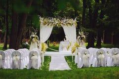 De ceremonie van het huwelijk in tuin Royalty-vrije Stock Fotografie