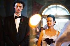 De ceremonie van het kerkhuwelijk Stock Foto's