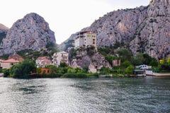 De Cetina Rivier stock foto's