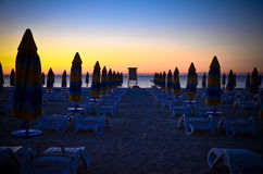 De chaise-longue Albena Beach Bulgaria Sea van de panoramazonsopgang Royalty-vrije Stock Foto's
